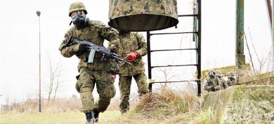 Szkolenie strzeleckie, przetrwanie w trudnych warunkach, topografia wojskowa. Trwają ferie z WOT (FOTORELACJA)