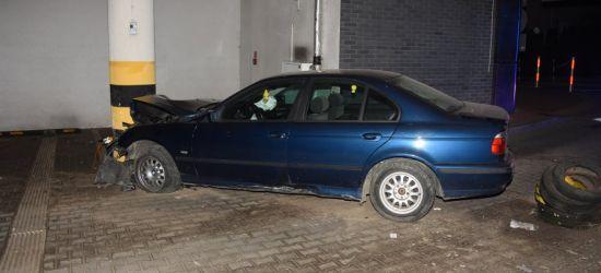 SANOK: Staranował szlaban i wjechał na teren parkingu galerii (FOTO)