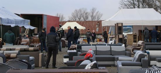 DĄBRÓWKA: Bazar meblowy działa w nowym miejscu (FOTO)