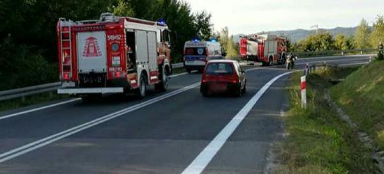 Motocyklista wypadł z drogi. Ranny trafił do szpitala