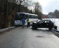 GOLCOWA: Czołówka osobówki z autobusem (ZDJĘCIA)