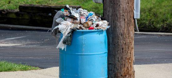 """AKTUALIZACJA: """"Drastyczna"""" podwyżka opłat za śmieci uchwalona. Większość radnych nie podniosła ręki """"za"""" (FILM, ZDJĘCIA)"""