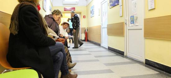 SZPITAL SANOK: Kolejkowe kontrowersje w szpitalnych punktach pobrań krwi. Będzie sprawniej po zmianach (ZDJĘCIA)