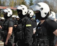 Policjanci z Sanoka w akcji na stadionie Polonii Przemyśl (ZDJĘCIA)