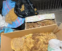 Tytoniowa kontrabanda na posesji. 51 kilogramów suszonych liści tytoniu oraz prawie 14 kilogramów krajanki tytoniowej (ZDJĘCIA)