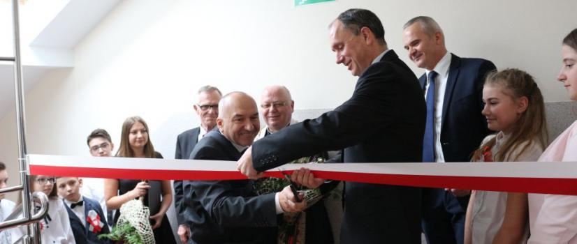 BESKO: Nowoczesne, multimedialne sale na poddaszu szkoły. Efekt zachwycił uczniów (FILMY, ZDJĘCIA)