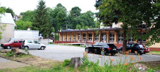 SANOK: Pacjenci doczekali się nowych miejsc postojowych przy przychodni na Lipińskiego (FOTO)