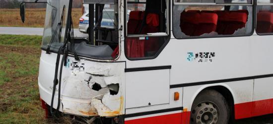 AKTUALIZACJA: Groźne zderzenie dwóch autobusów. W jednym dzieci jechały do szkoły (ZDJĘCIA)