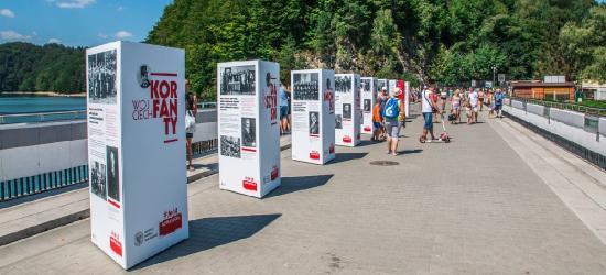 """""""Ojcowie Niepodległości"""" na koronie zapory w Solinie (FOTO)"""