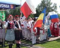 """BRZOZÓW24.PL : Barwnie, muzycznie, międzynarodowo podczas festiwalu """"Dzieci Gór i Dolin"""" (FILM)"""