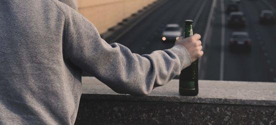 Jechał pijany, bez prawa jazdy i polisy OC. Stanie przed sądem
