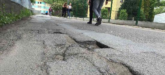 """INTERWENCJA. Tak wygląda ul. Cegielniana w Sanoku. """"Najgorsza droga w mieście?"""" (VIDEO, ZDJĘCIA)"""
