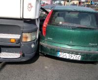 AKTUALIZACJA LIPIŃSKIEGO: Kolizja osobówki z ciężarowym. Uważajmy! Trwa remont (ZDJĘCIA, FILM)