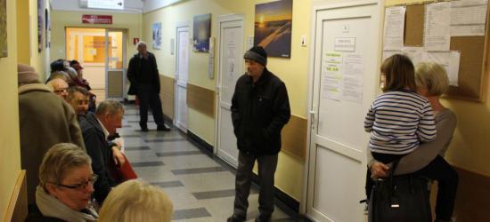 PUNKTY POBRAŃ KRWI: Pełna kolejka w szpitalu, puste krzesła przy ul. Lipińskiego (ZDJĘCIA)