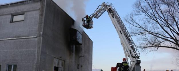 Palił się jeden z zakładów produkcyjnych w Zagórzu (FILM, ZDJĘCIA)