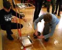 Maszyna, która jeździ po nalaniu wody? Marzenia? Mrzonki? Niemożliwe? A jednak! (ZDJĘCIA)