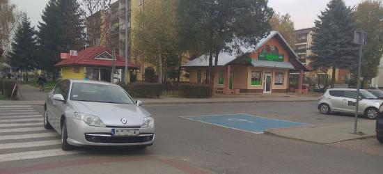 PARKOWANIE PO SANOCKU: Amatorzy parkowania na pasach… (FOTO)