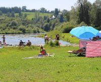 Kąpiel w Osławie sposobem na ochłodę. Sanepid: Woda nie jest badana (FILM, ZDJĘCIA)