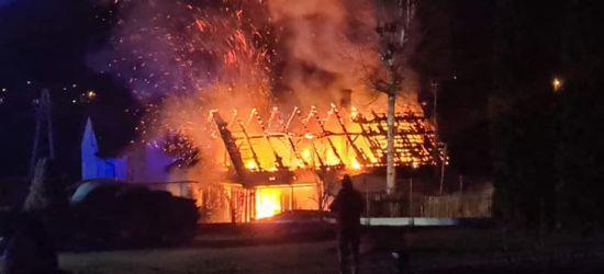 Pożar budynku mieszkalnego w Domaradzu! ZDJĘCIA z drona