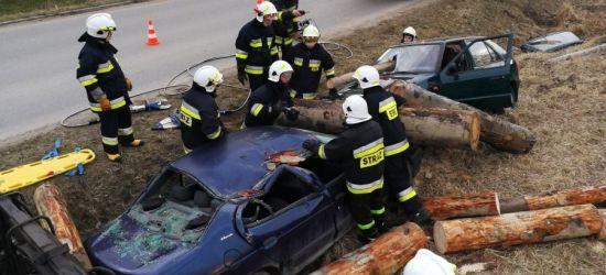 Pożar ciągnika i karambol. Strażacy w ćwiczebnych realiach (FOTORELACJA)