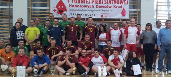Honorowi krwiodawcy zmierzyli siły podczas I Turnieju Piłki Siatkowej