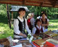 Słońce zaświeciło, muzyka zabrzmiała, tysiące ludzi odwiedziło Jarmark Folklorystyczny (ZDJĘCIA)