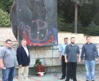 SANOK: Działacze SLD złożyli hołd żołnierzom poległym za wolność miasta (ZDJĘCIA)