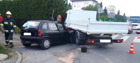 Corsą wjechała w ciężarowe mitsubishi. Poszkodowana kierująca opla (FOTO)