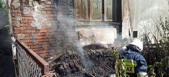 Pożar zamieszkałego budynku. W akcji cztery zastępy straży pożarnej