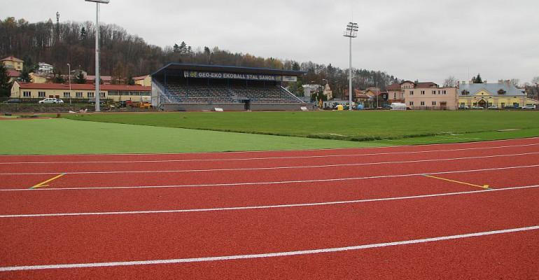 WIERCHY SANOK: Stadion wygląda coraz bardziej efektownie (FOTO, LIVE)