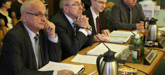 O remontach dróg na Dąbrówce, sprawozdaniach finansowych oraz o sprzedaży nieruchomości na najbliższej sesji Rady Miasta