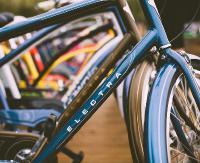"""""""Stop kradzieżom – z kodem bezpieczniej"""". Policja prowadzi akcje znakowania rowerów"""