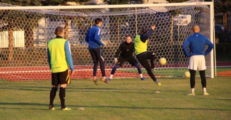 Piłkarze Ekoball-u Stali ostro trenują! Ważne mecze sanoczan (VIDEO, FOTO)