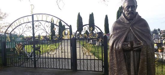 """TREPCZA: Święty spod cmentarnej bramy. """"Bądź dobry, jak chleb…"""""""