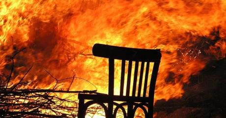 GMINA ZARSZYN: W Posadzie Jaćmierskiej płonie drewniany budynek. Na miejscu siedem zastępów strażaków