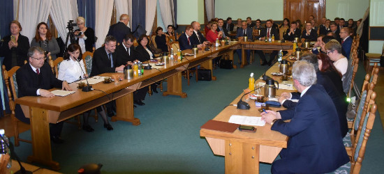 SANOK/SESJA: Wybory wiceprzewodniczących, sprawy budżetowe, ustalenie wynagrodzenia burmistrza