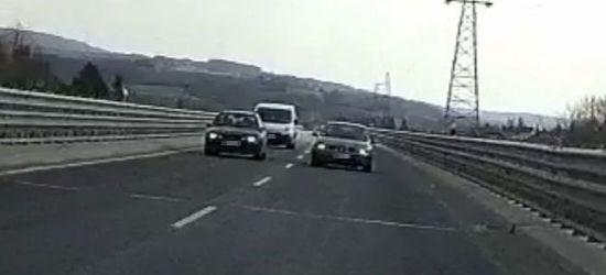 Niebezpieczne wyprzedzanie. Wyhamował w ostatniej chwili! (VIDEO)