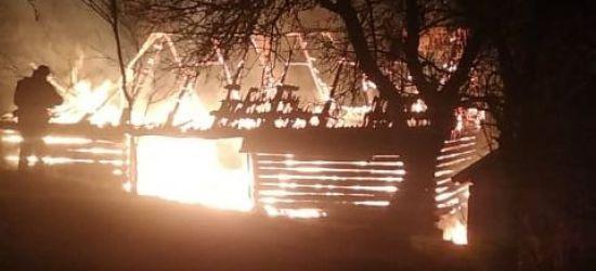 REGION: Ogromny pożar. Drewniany budynek spłonął doszczętnie (ZDJĘCIA)