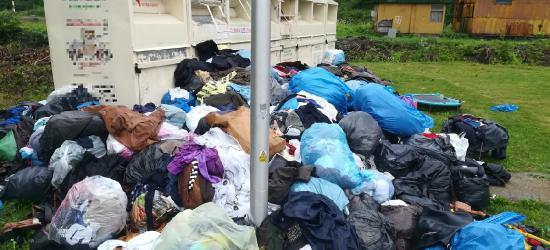 """ZAGÓRZ: Cuchnące hałdy śmieci tuż obok przychodni zdrowia. """"Ludzie na tym śpią. Wokół biegają szczury!"""" (FILM, ZDJĘCIA)"""