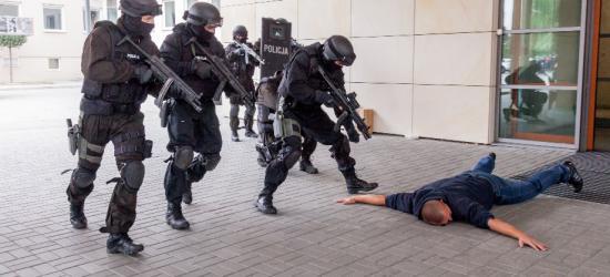 Zamach terrorystyczny w Urzędzie Marszałkowskim w Rzeszowie (ZDJĘCIA)