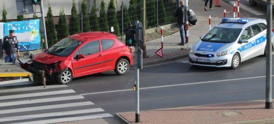SANOK: Przez skrzyżowanie na czerwonym (FOTO)