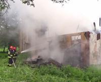 Pożar w dawnym ośrodku wypoczynkowym w Załużu (FILMY)