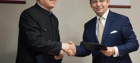 Podkarpacie idzie na współpracę z Chinami. Ortyl podpisał umowę