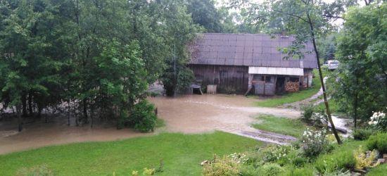 BUKOWSKO: Potoki zamieniały się w rwące rzeki (FOTO)