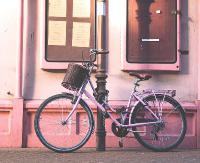 Pamiętajmy o zabezpieczaniu rowerów! Znikają spod sklepów, z piwnic i klatek schodowych