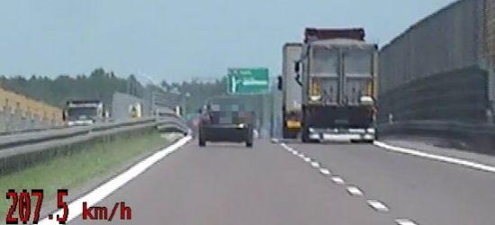 Jechał z prędkością 207 km/h! Jaki otrzymał mandat? (VIDEO)