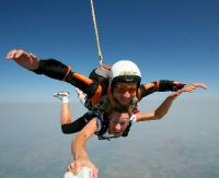 Rusza sezon na skoki spadochronowe! Wybierz najlepszy termin i najlepszą lokalizację (FILM, ZDJĘCIA)