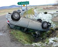 REGION: Volkswagen wymusił pierwszeństwo, opel wylądował na dachu (ZDJĘCIA)
