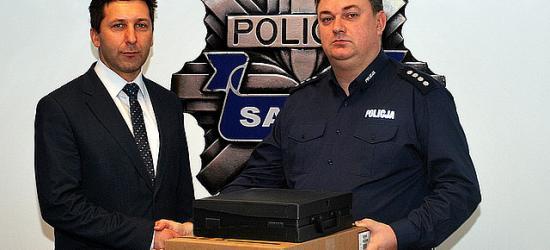 GMINA ZAGÓRZ: Burmistrz Zagórza przekazał sprzęt sanockiej policji (ZDJĘCIA)