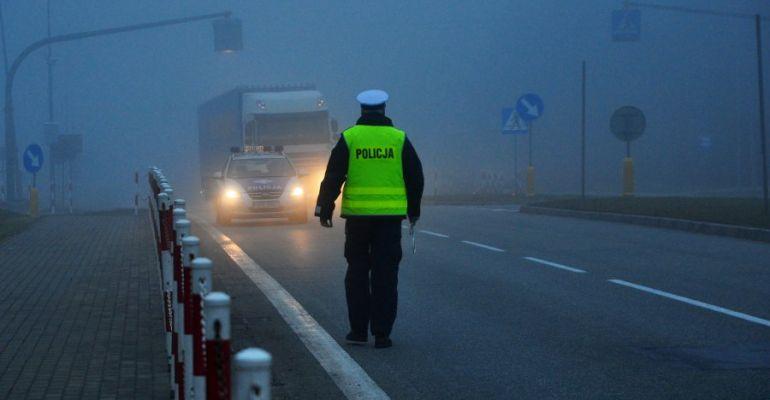 Uwaga na drodze! Mgła, deszcz, śliska jezdnia